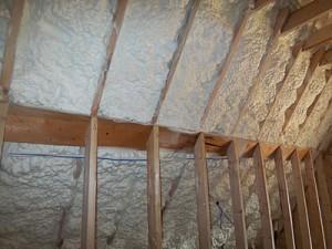 Schaum-isolierung für den dachboden