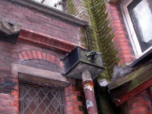 Instructions for detecting and replacing old guttering systems