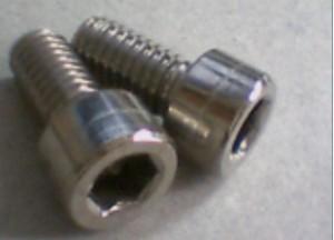 Découvrez comment détacher un écrou hexagonal arrondi à partir d'un réservoir de propane
