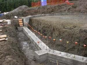 Bir duvar inşaatı için duvar altı hazırlamak öğrenin
