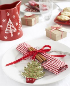 Make handmade decorations for the Christmas table