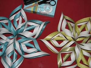 Learn to make Christmas tree decorations from paper