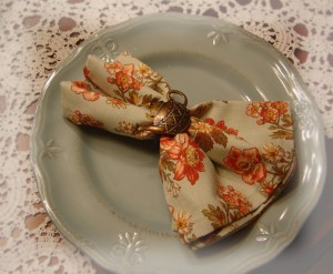 Napkin rings in a Victorian Christmas style
