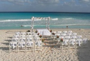 What gifts are proper for a destination wedding ?