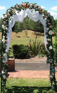 Learn to create a wedding archway