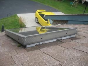 Lernen sie, blinken auf einer metallplatte dachluke platzieren