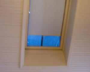 Leer om een lek zeil in het dakraam