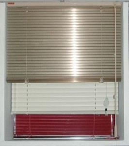 Om aluminium och vinyl mini blinds