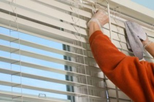 Using vinegar to clean window blinds