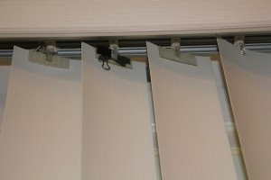 Repairing vertical blinds