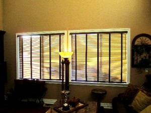 Learn to decorate window blinds