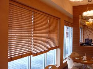 Isolasjons et vindu blind